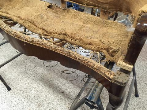 Restauraci n de tapizado tresillo cl sico tapicer a brotons for Tresillos clasicos
