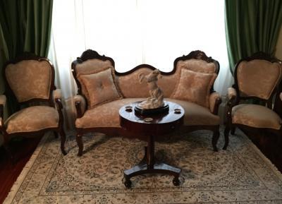 tresillo clásico en tela damasco de raso